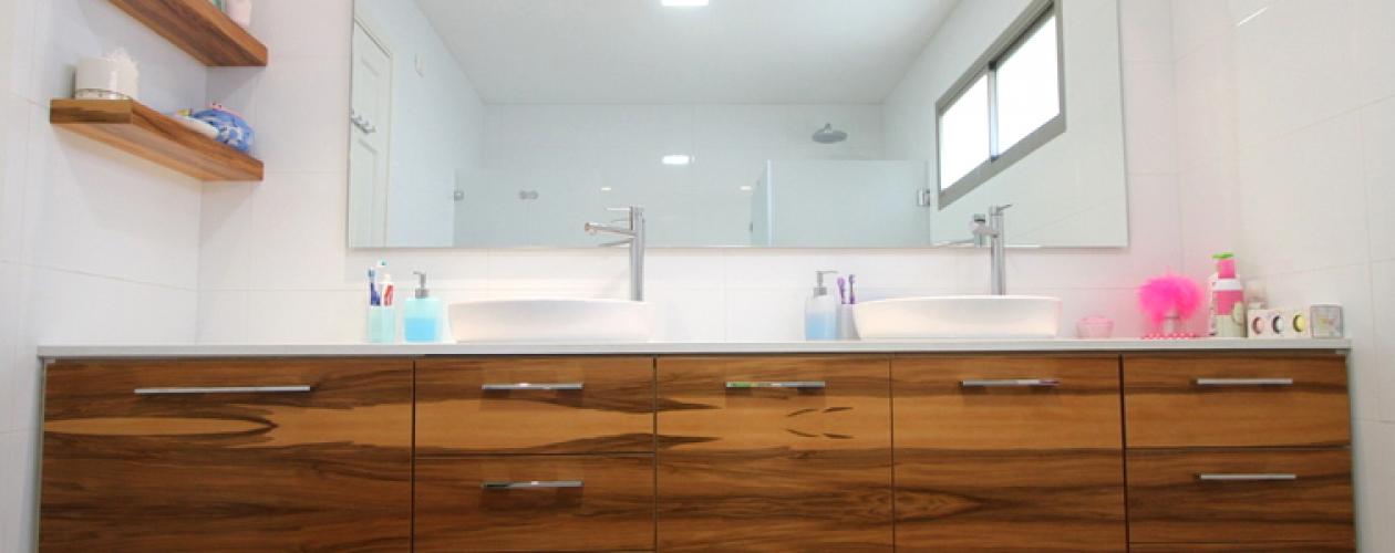 ארון אמבטיה עץ אלון פראי