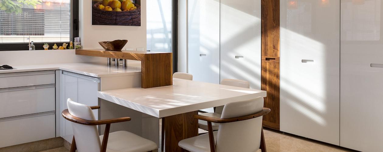 מטבח דלתות זכוכית ועץ אגוז אמריקאי