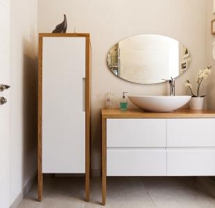ארון אמבטיה בעיצוב אישי – אפוקסי ועץ אלון