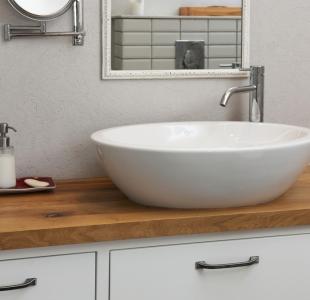 ארון אמבטיה עם בוצ'ר מעץ